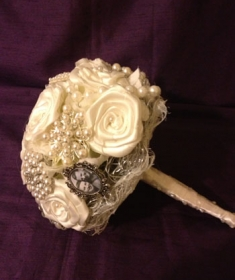Brooche Bouquet 17