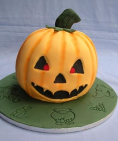 lg_Halloween cake (Copy)
