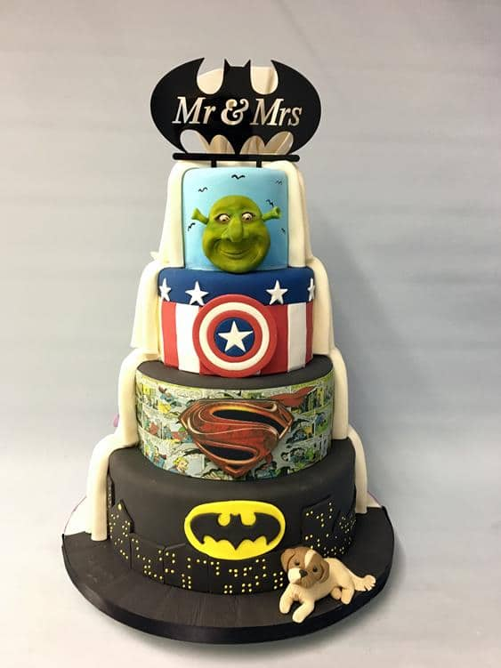 Superhero themed wedding cake (2)