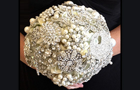 View Brooch Bouquet